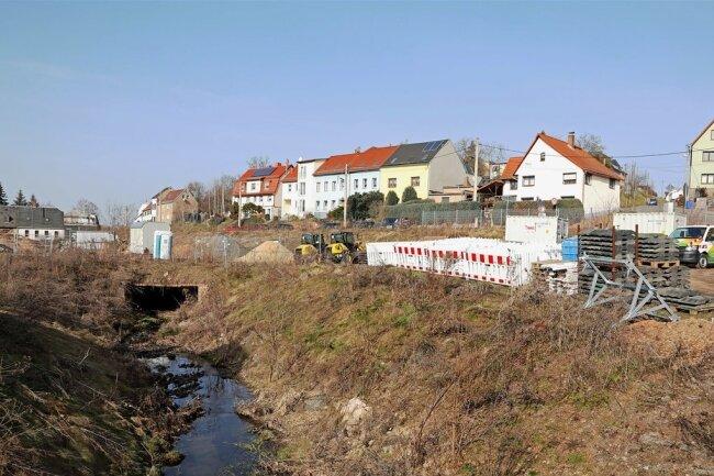 Die Flächen neben dem Dittrichbach in Meerane werden aktuell als Lager für umliegende Baustellen genutzt.