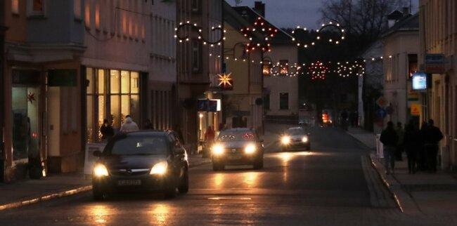 Für etwas Weihnachtsstimmung in der Lengenfelder Innenstadt sorgten die Dekoration und die Menschen mit ihrer Anwesenheit.