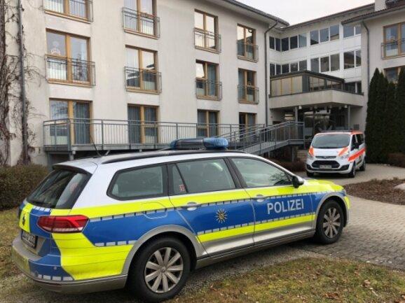 """Im """"Haus an der Linde"""" in Weißenbrunn wurden am Sonntag im Landkreis Zwickau die ersten Senioren gegen Covid-19 geimpft."""