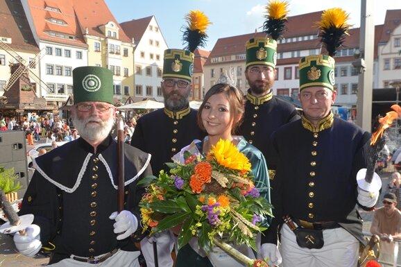 Neue Bergstadtkönigin: Karla Mantau feierlich gekrönt