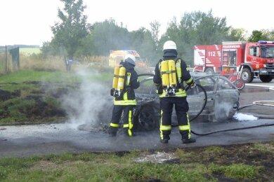 Der Fahrer konnte seinen Mercedes noch in einer Behelfsausfahrt abstellen. Er blieb unverletzt.