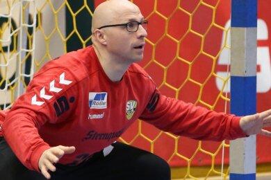 Als Torwart des Oberligateams ist Carsten Klaus derzeit quasi arbeitslos, doch als Manager hat er genau wie alle anderen Funktionäre des SV 04 Oberlosa alle Hände voll zu tun.