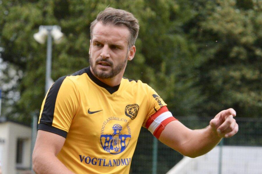 Fußball-Regionalligist VfB Auerbach verlängert mit Kapitän Schlosser