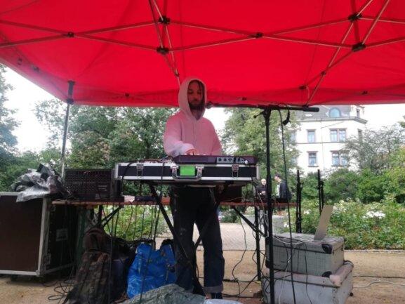 Dieser DJ legt beim Konzert an der Leipziger Straße auf.