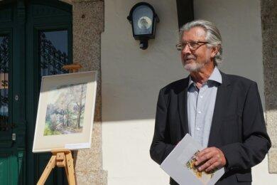 """Roland Oßmann bei der Eröffnung der Ausstellung """"Aquarelle aus dem Vogtland"""" im Klingenthaler Museum mitArbeiten seines Vaters Gerhard, dessen Todestag sich zum 30. Mal jährt."""