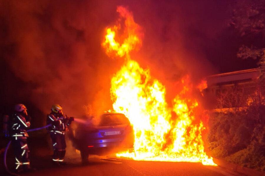 """Auf dem Rastplatz """"Rabensteiner Wald"""" ist in der Nacht zu Mittwoch ein Pkw in Brand geraten."""