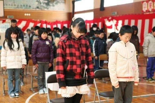Eine Woche nach dem verheerenden Erdbeben in Japan haben die Menschen der Opfer der Katastrophe gedacht.