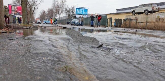 Die Bürgerschachtstraße wurde komplett unterspült.