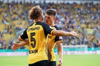 Zwei von vielen Neuen: Yannick Stark und Robin Becker jubeln im Pokalspiel gegen den HSV.