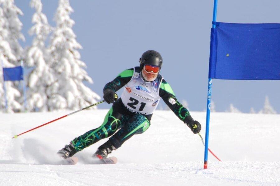 Gerd Seidel vom SV Lok Nossen hat in Cortina d'Ampezzo an seiner zweiten Senioren-Weltmeisterschaft teilgenommen. Im Riesenslalom und im Super-G fuhr der Reinsberger dabei auf die Plätze 20 und 21.