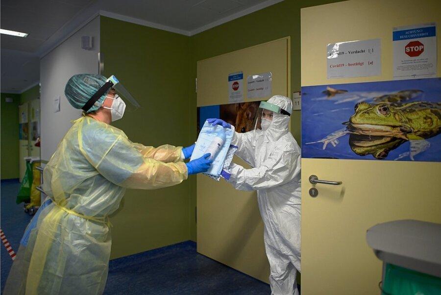 Pflegekräfte in einer Coronastation. Auch ausgebildete Sanitäter der Bundeswehr sind hier im Einsatz.