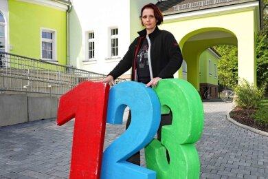Die zwischenzeitlich verschwundene Schulanfangsdekoration ist zur Freude von Erzieherin Ursula Schweizer-Theodor wieder aufgetaucht.