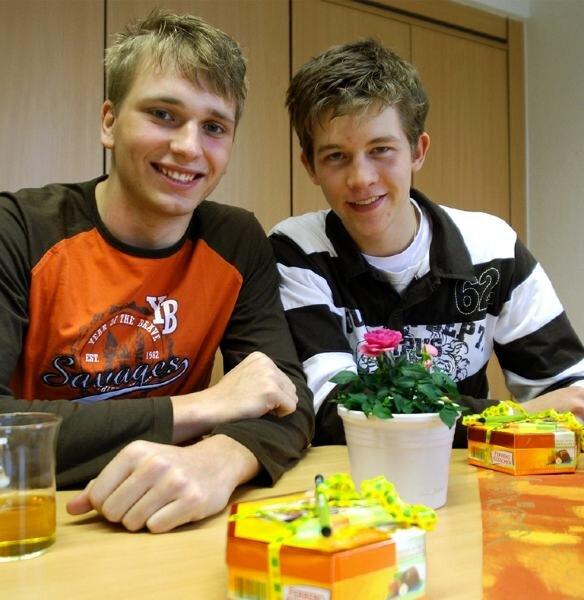 """<p class=""""artikelinhalt"""">Philipp Fischer (links) und Manuel Hein vom Rodewischer Gymnasium gehören zum deutschen Team bei der Internationalen Geografie-Olympiade im August in Tunesien. </p>"""