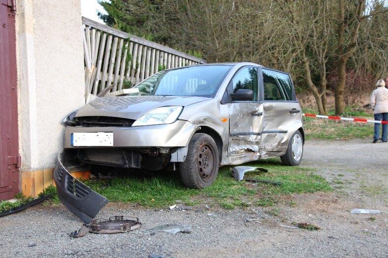 Tragischer Unfall: Autofahrer erleidet Herzinfarkt