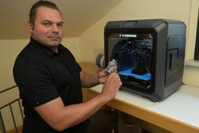 Tommy Kunze ist der Projektmanager der 3D-Druckwerkstatt.