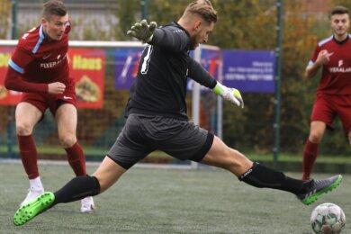 Gegen Eiche Reichenbrand netzte Julian Rudolph (links) vom Meeraner SV zweimal ein. Mit sechs Treffern aus fünf Spielen steht er in der Torjägerliste der Landesklasse West zusammen mit dem Reichenbrander Karsten Werneke an der Spitze.