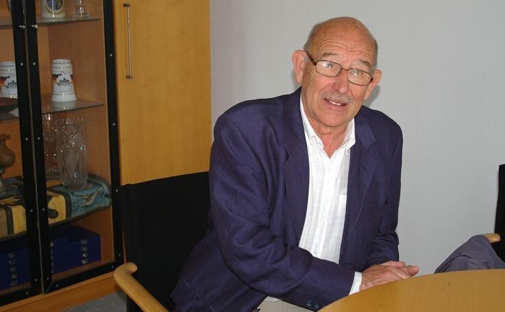 """<p class=""""artikelinhalt"""">Camera-obscura-Forscher Roger Smith aus England bei seinem Besuch im Rathaus Hainichen.  </p>"""