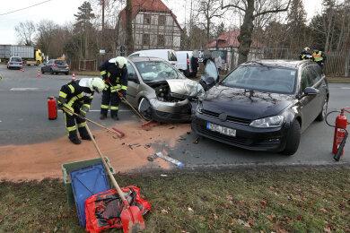 Bei einem Unfall zwichen zwei Pkw in Meerane ist am Dienstagvormittag eine Autofahrerin leicht verletzt worden.