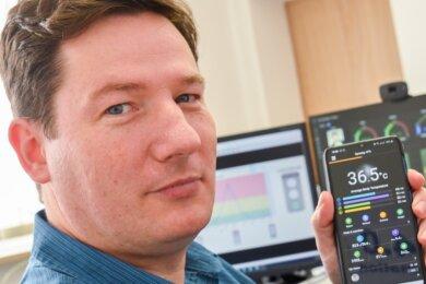 In Thomas Krauses Warn-Uhr stecken viele Monate Entwicklungszeit. Die Daten werden auch auf sein Mobiltelefon weitergeleitet.