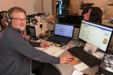 """Aktuell verbringt Mathias Raschke viel Zeit vor seinem Computer - was nicht heißt, dass der Leiter des Zschopauer Jugendclubs """"High Point"""" wenig zu tun hat. So laufen mehrere Projekte, um auf digitaler Ebene den Kontakt zu Kindern und Jugendlichen zu wahren."""