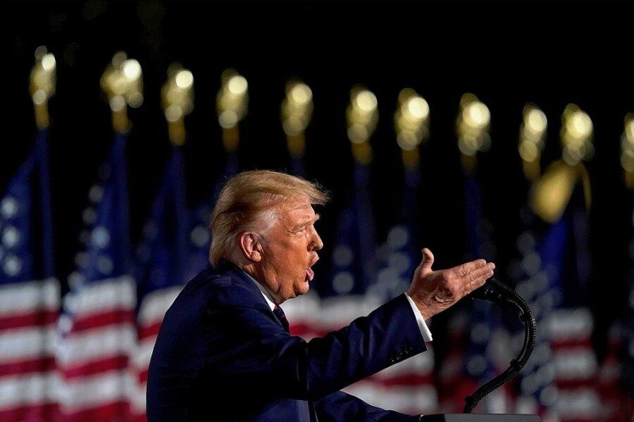 Donald Trump spricht während des Parteitages auf dem Südrasen des Weißen Hauses.