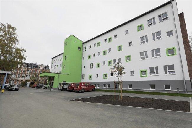 Die Astrid Lindgren Grundschule nach der Sanierung. Rund eine Million Euro mehr als geplant musste die Stadt bei der Baumaßnahme drauflegen.