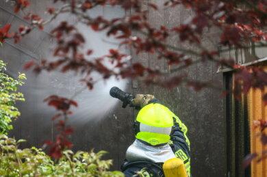 Kurz vor 13 Uhr am Sonntag wurden die Feuerwehren aus Schneeberg und Bad Schlema zu brennenden Mülltonnen nach Schneeberg gerufen.