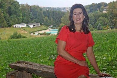 Nadine Sachs ist gern in Wald und Flur rund um Hartenstein unterwegs und liebt den Blick von der Promenade auf das Freibad im Tal.
