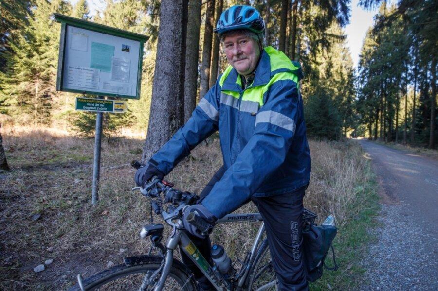 Matthias Langer ist in und um Geyer als Fahrrad-Matthe bekannt. Bei einer Tour nahe dem Fernsehturm hat er vor Kurzem nach seinen Aufzeichnungen die Marke von 400.000 Kilometern geknackt.