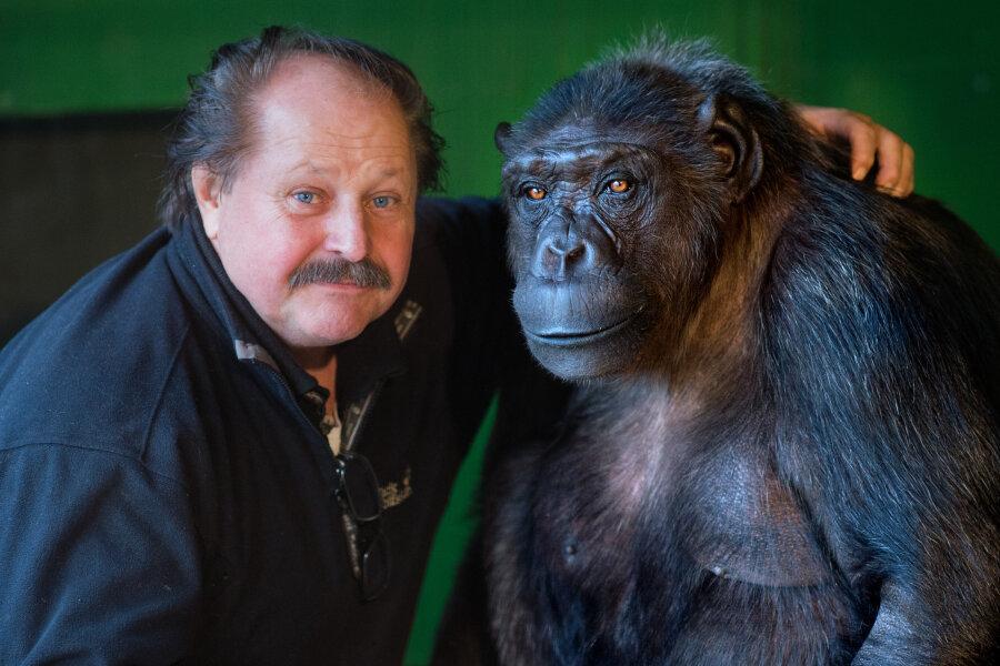 Zirkusdirektor Klaus Köhler (links) und Schimpanse Robby