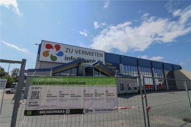 Das Corona-Testzentrum ist in einem ehemaligen Baumarkt an der Hermann-Pöge-Straße in Bernsdorf untergebracht. Wie es nach dem 30. September mit dem Gebäude weitergeht, ist derzeit unklar.