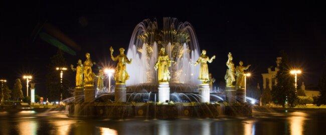 """Der opulente Springbrunnen ist ein Höhepunkt der """"Ausstellung der Errungenschaften der Volkswirtschaft"""" in Moskau."""