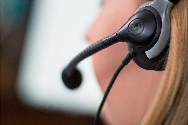 Das Callcenter, das in Sachsen die telefonischen Impfanfragen bearbeitet, wird mit Anrufen geflutet.