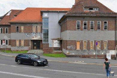 Die einstige Poliklinik am Roten Weg in Freiberg soll saniert werden. Die Städtische Wohnungsgesellschaft will in dem von Georg Salzmann entworfenen Komplex ein Gesundheitszentrum etablieren.