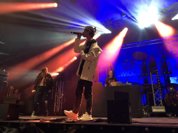Sänger und Social-Media-Star Lukas Rieger wurde von zahlreichen jungen Fans begrüßt.
