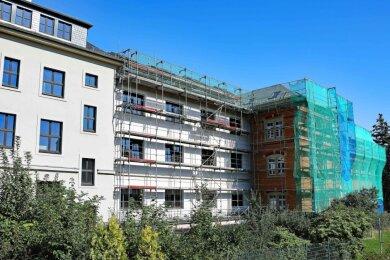 Die Werdauer Außenstelle des Landratsamtes an der Straße Zum Sternplatz ist teilweise eingerüstet. Die Arbeiten dauern noch einige Monate an.
