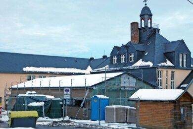 Die Hartensteiner Oberschule wird Richtung Hermann-Löns-Weg durch einen Anbau erweitert. Derzeit läuft der Innenausbau.