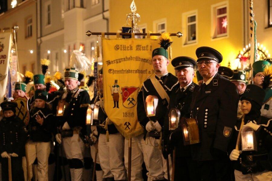 Große Bergparade beschließt Schwarzenberger Weihnachtsmarkt