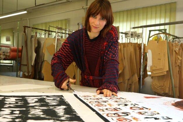 Sylvia Weber ist neu an Bord der Sara Linke GmbH und kümmert sich um Schnitte und künstlerische Auftragsdesigns.