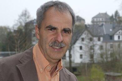 Schon an seiner Haustüre hat Jürgen Börner einen tollen Blick über Neumark. Der 55-Jährige will Bürgermeister seines Heimatorts werden.