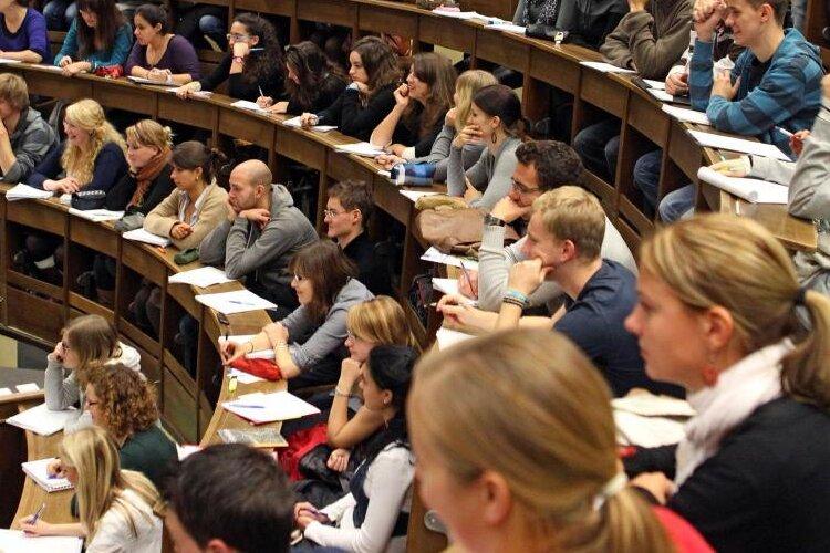 Umfrage: Sicherer Job für Studenten am wichtigsten