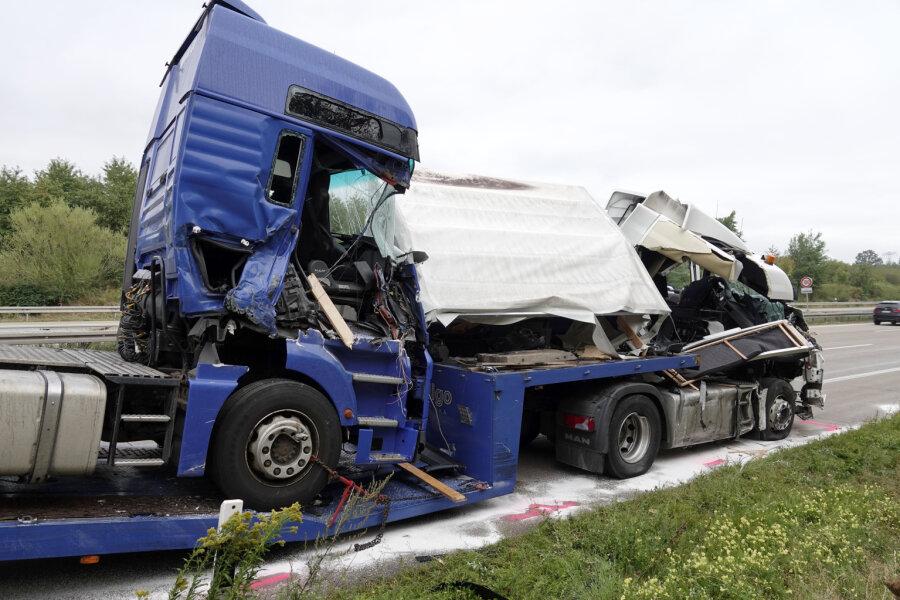 Zwei Lkw-Fahrer bei Unfall auf A4 bei Chemnitz-Glösa schwer verletzt