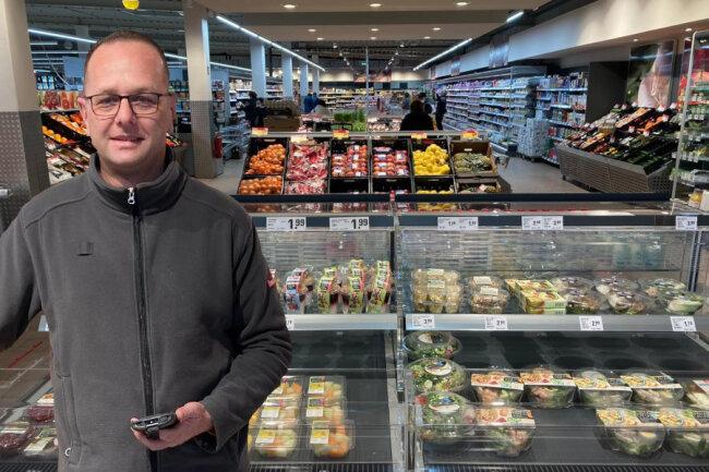 Marktinhaber Thomas Sachse im nahkauf- Markt in Schneeberg.
