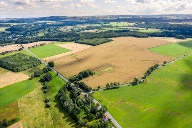 Gewerbegebiet statt Windpark: Die Stadt Pockau-Lengefeld will die Fläche an der Bundesstraße 101 bei Görsdorf für die Ansiedlung neuer Firmen nutzen.