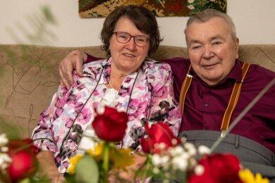Sie sind seit 60 Jahren glücklich verheiratet: Erna und Martin Jahn aus Niedersteinbach.
