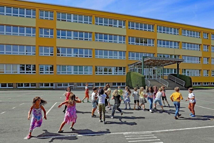 Die Umweltschule in Werdau - 1979 in Plattenbauweise errichtet - ist ein Sanierungsfall.