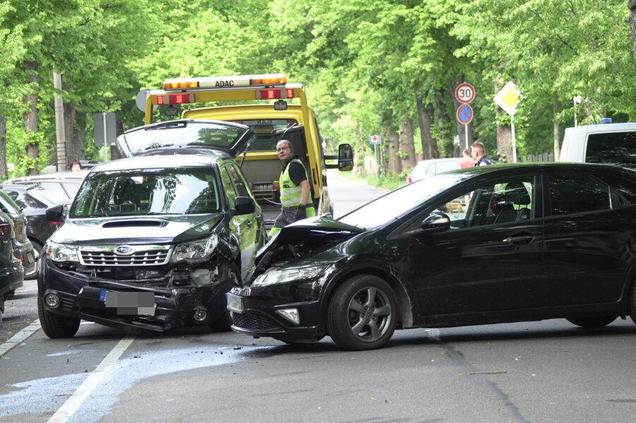 Zeisigwaldstraße nach Unfall gesperrt