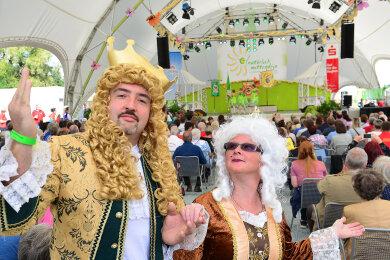Annett und Thomas als Dornröschens Eltern in einem Sketch des Ringethaler Carnevalsvereins.