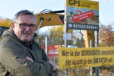 Michael Böhme hält an seinem ehemaligen GPS-Trainingszentrum im Gewerbegebiet Rotvorwerk in Zug mit Kritik nicht zurück.