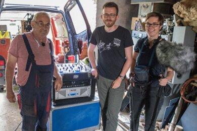 Der Produktionsteam mit Göldner: Matthias Ditscherlein (Mitte, Regie/Kamera/Schnitt) und Sarah Klare ( (Ton/Kamera/Assistenz).Foto: Kippelsteiner Filme